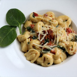 Spinach Torellini with Sun Dried Tomatoes