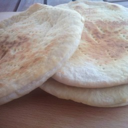 <strong>The easiest homemade Pita Bread recipe!</strong>