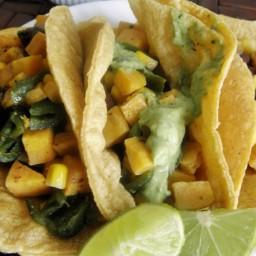 Tacos vegetarianos de camote, poblano y elote