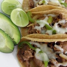 Tacos de top sirloin, chorizo, pimiento verde y cebolla