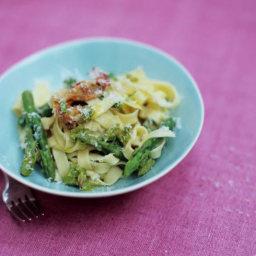 Tagliatelle with asparagus, crispy pancetta & Parmesan