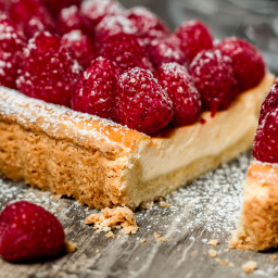 Tarte with Cheesecake and Raspberry Filling