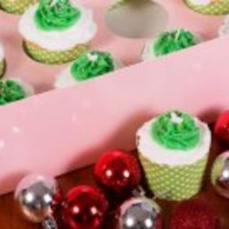 Vanilla Cupcakes with Christmas Tree Icing