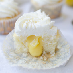 Vanilla Cupcakes Stuffed with Lemon Curd