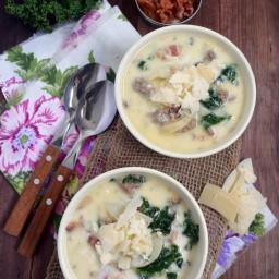 Zuppa toscana o sopa Toscana (papa, tocino, kale-berza y salchicha)