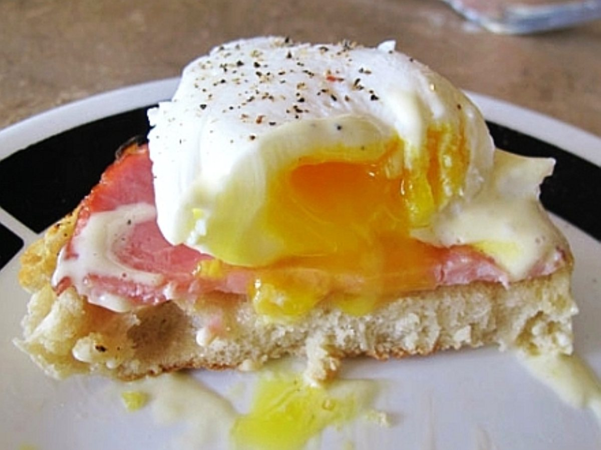 This is what a quick and delicious version of Eggs Benedict, made with ...