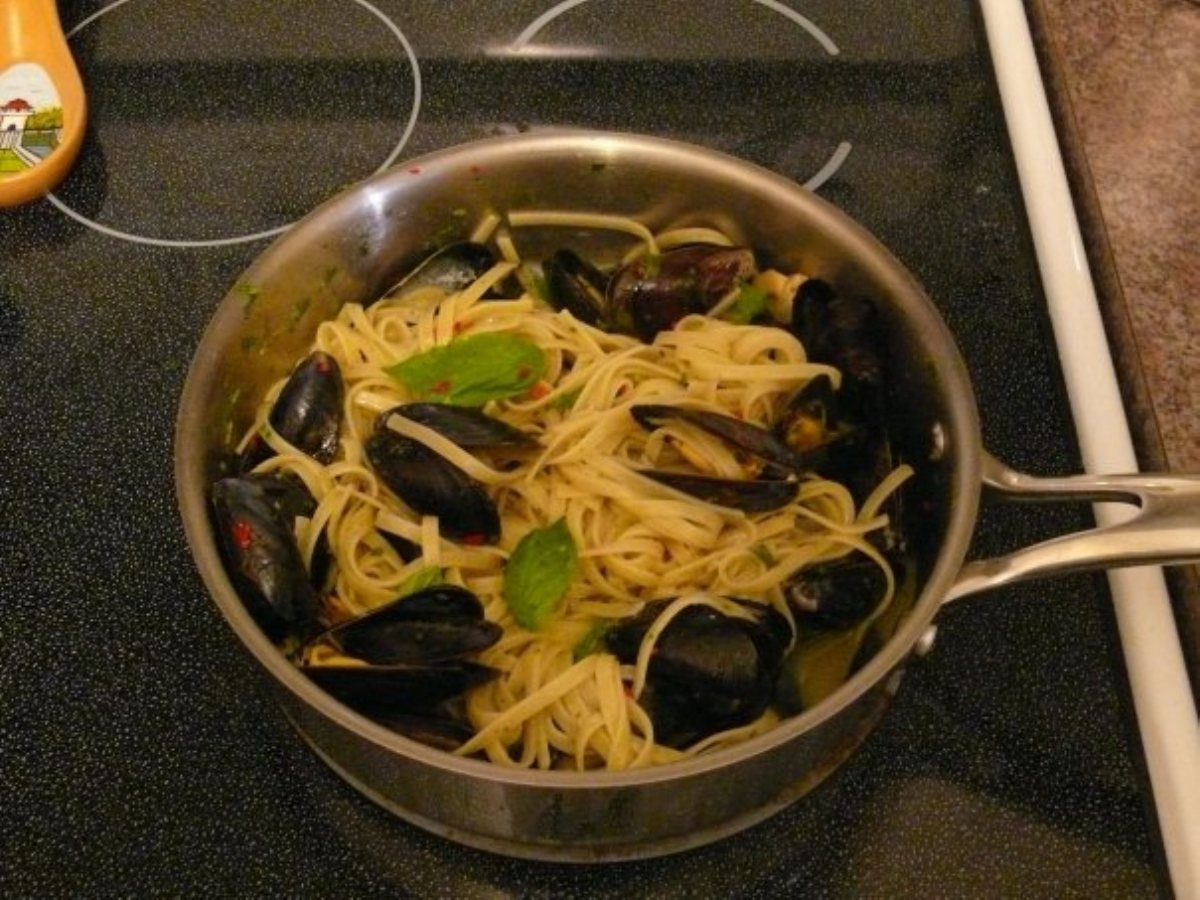 Fettucini with Mussels in a White Wine and Basil Oil Sauce - BigOven