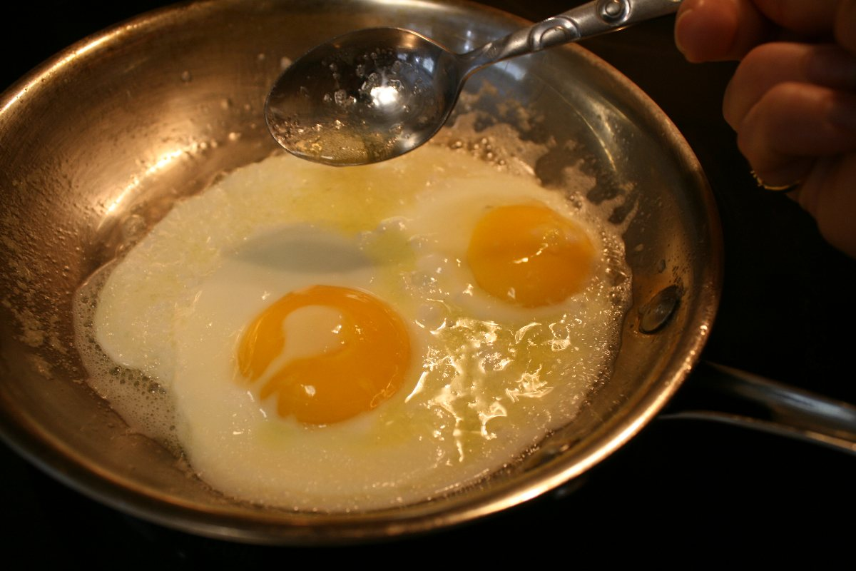 Perfect Fried Eggs - BigOven