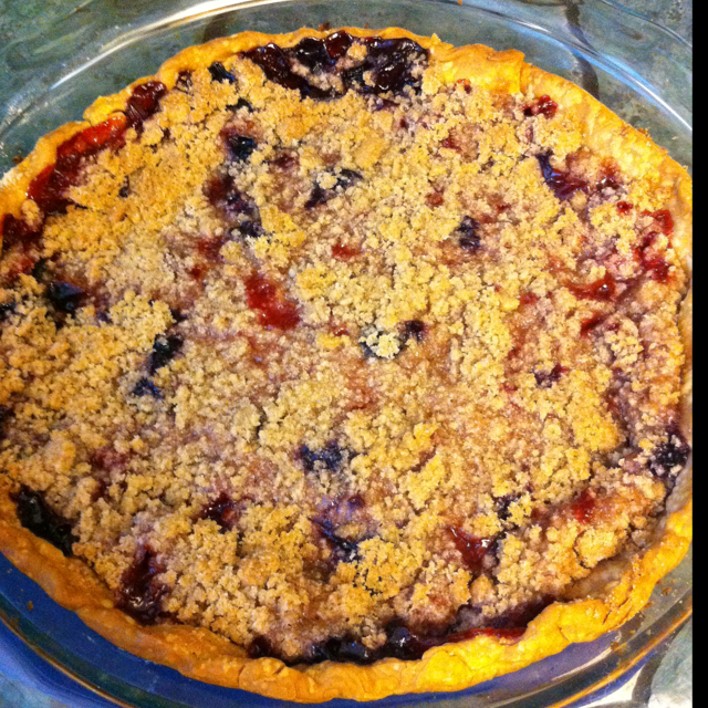 Blueberry Crumb Pie: Strawberry And Blueberry Pie With Crumble Topping