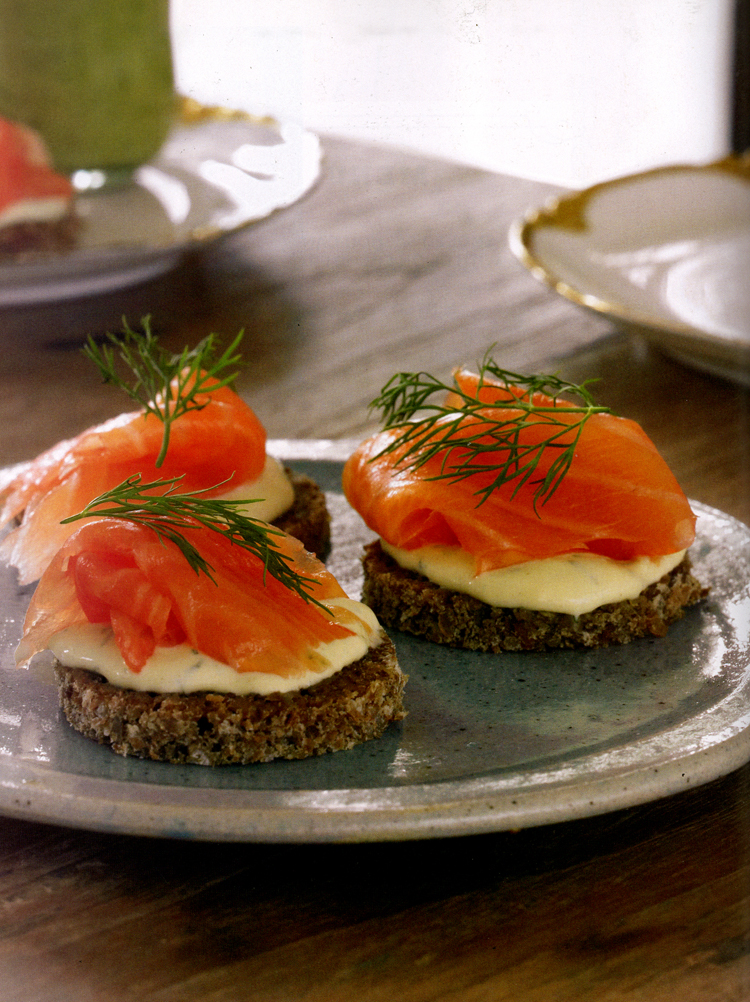 Smoked salmon canapes for Smoked salmon cream cheese canape